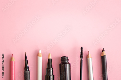 Fotografía  set of cosmetic products on pink background