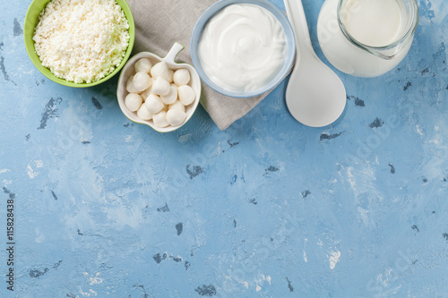 Poster Produit laitier Dairy products on stone table
