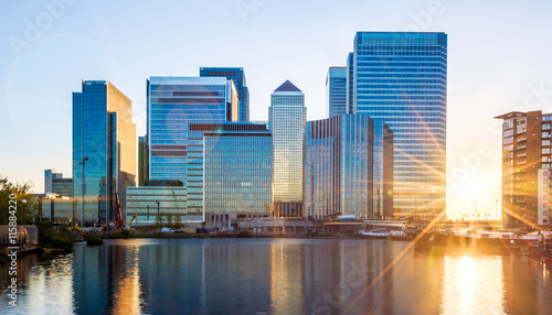 Poster London Canary Wharf in London at Sunset