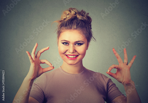Fotografía  Excited happy young optimistic woman giving ok sign gesture with two hands