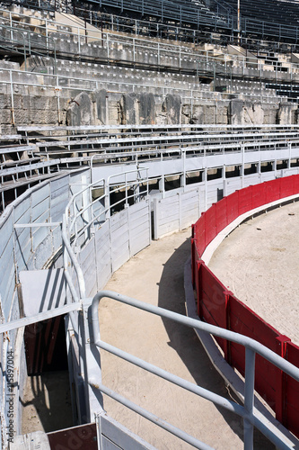 Tuinposter Stierenvechten Roman amphitheatre in the southern French town of Arles
