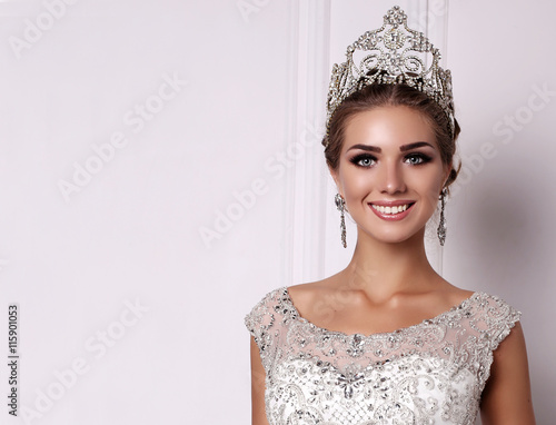 Fotografie, Obraz  woman with dark hair in luxurious wedding dress and precious crown