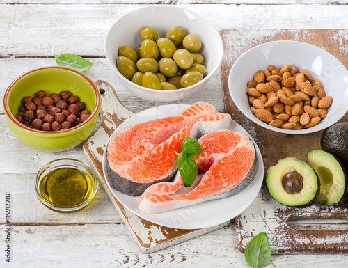 Deurstickers Verse groenten Food sources of unsaturated fats and Omega 3.