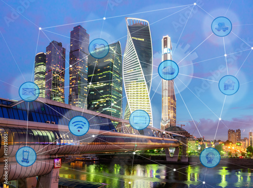 Fotografia  night city and wireless communication network, IoT Internet of Things and ICT In