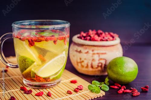 swieza-ziolowa-herbata-z-jagodami-goji