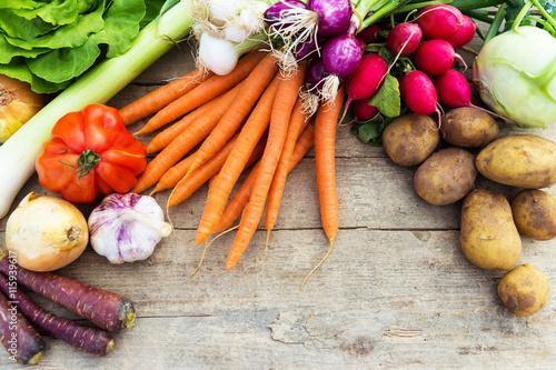 Fotografie, Obraz  Frisches Gemüse auf einem Tisch