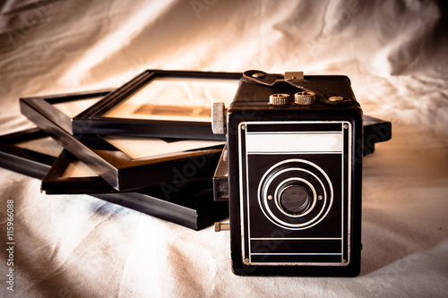 plakat Vintage toned image of retro camera and photographs in frames