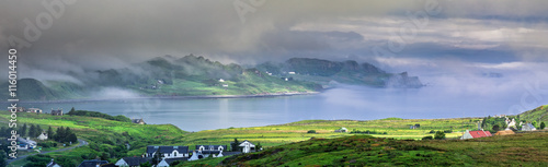 Foto auf Gartenposter Kuste Foggy Morning - Panoramic View of Staffin Bay on the Isle of Skye in Scotland