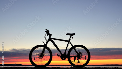 Bicycle against a sunset © Giddrid