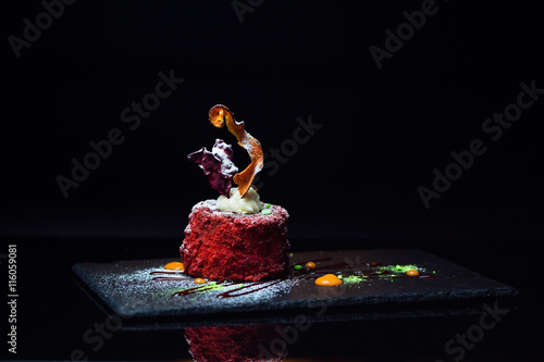 La pose en embrasure Dessert Sweet dessert on a board