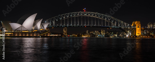 Foto op Canvas Sydney Sydney Opera House and Harbour Bridge at Night