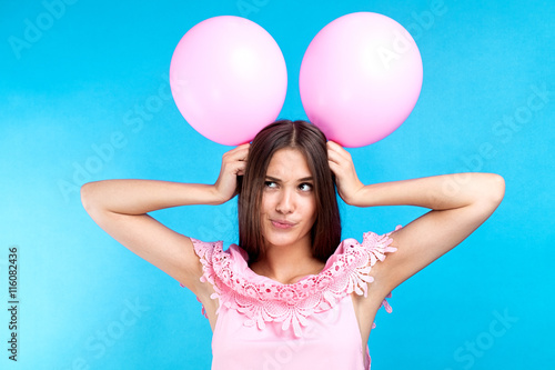 Photo  Funny young girl with pink balloons on head