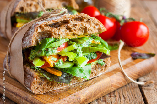Staande foto Snack veggie sandwich with vegetables and pesto