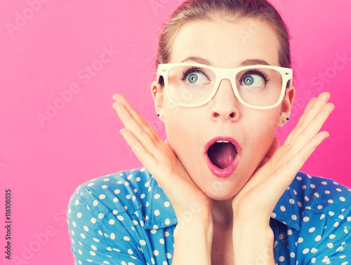Surprised young woman posing Canvas-taulu