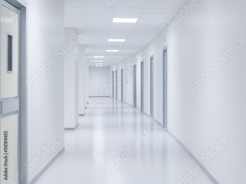 Canvastavla Empty white corridor background with doors