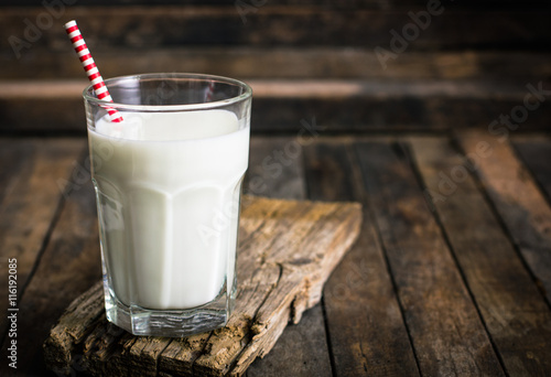 Foto op Canvas Chocolade Fresh milk in the glass on the table