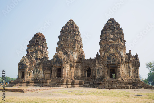 obraz dibond Ruins of the ancient Khmer temple Wat Phra Prang Sam Yot, sunny day. Lopburi, Thailand