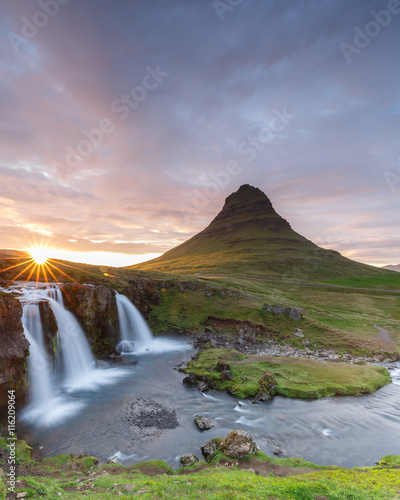 Foto op Aluminium Scandinavië Amazing top of Kirkjufellsfoss waterfall with Kirkjufell mountain in the background on the north coast of Iceland's Snaefellsnes peninsula taken white a long shutter speed.