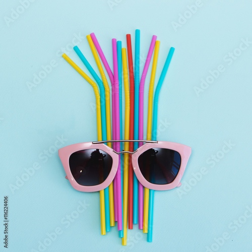 Papiers peints Cactus Pink sunglasses for party on colored straws. Minimal style.