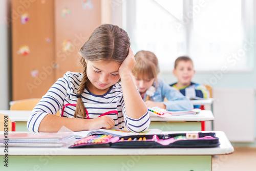 Fotografía  Niños del banco de la escuela