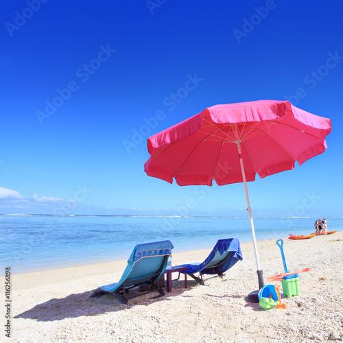La pose en embrasure Bleu fonce Vacances à la plage.