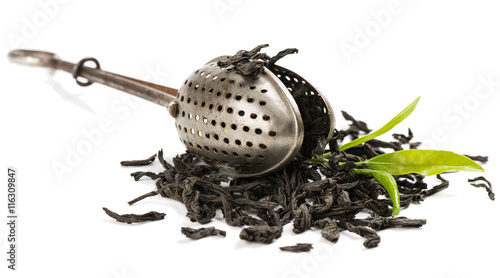 Fényképezés  Tea strainer and leaves of tea.