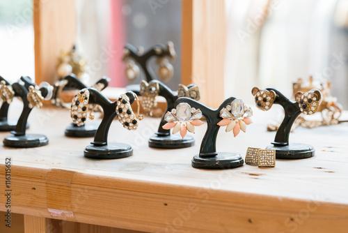 Fotografía  fashion jewelry earring for sale