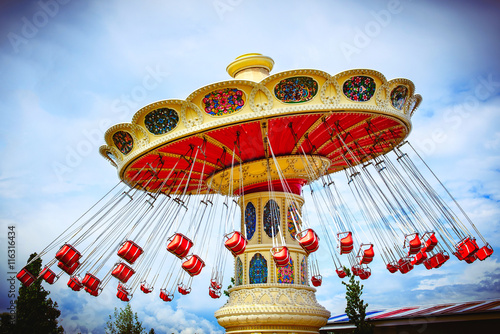 Foto  brightly colored carousel at the amusement Park