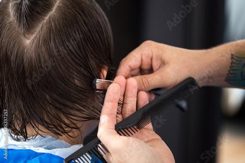 Ścinanie włosów brzytwą, cięcie włosów brzytwą