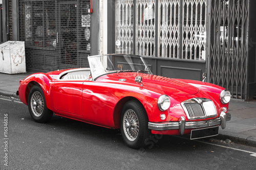 In de dag Vintage cars Old Vintage Red Sport Car