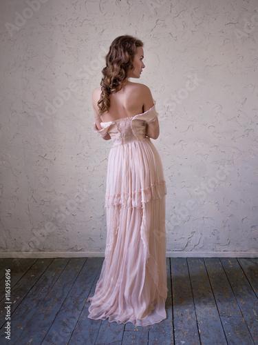 Photo  Fashion portrait of beautiful woman in a long pink dress.