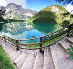 Fototapeta samoprzylepna Rundwanderweg um den Lago di Braies - Südtirol, Dolomiten
