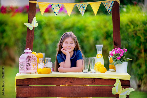 Fotografie, Obraz  Young girl at her lemonade stand