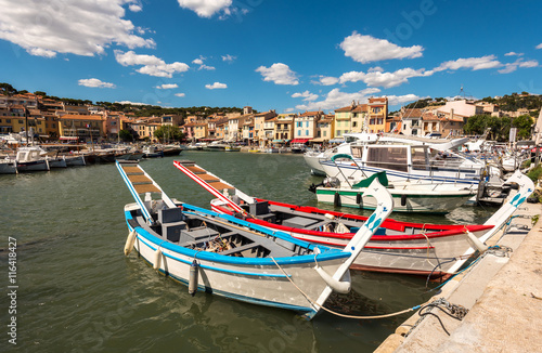 Foto auf AluDibond Schiff Old town and harbor in Cassis, beautiful village in the Provence, Cote dAzur, France
