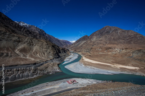 Foto op Aluminium Arctica Confluence of Sindhu (Indus) and Zanskar Rivers near Leh, Ladakh