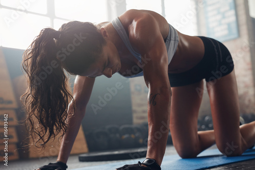 Fit young woman doing stret...