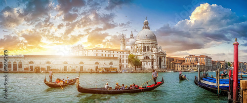 Spoed Fotobehang Gondolas Romantic Venice Gondola scene on Canal Grande at sunset, Italy