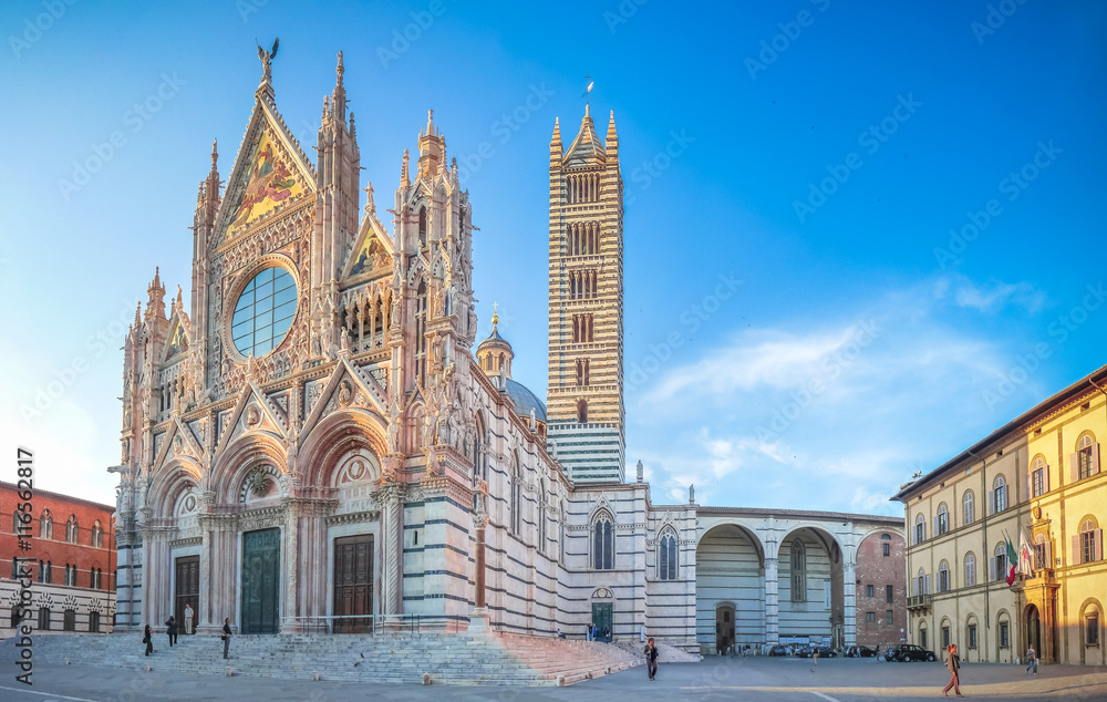 Fototapety, obrazy: Famous Piazza del Duomo with historic Siena Cathedral, Tuscany, Italy