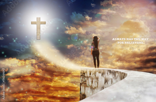 Fotografia Text always have the way for believers with crucifix on heaven sky and women rar
