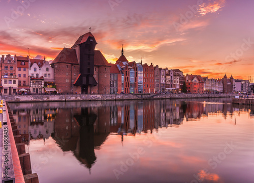 In de dag Stad aan het water Gdansk old town with harbor and medieval crane in the evening