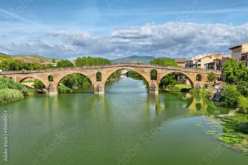 Foto Roman bridge across the Arga river in Puente la Reina