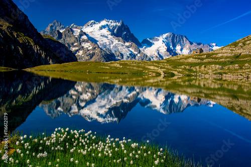 La pose en embrasure Reflexion La Meije, le Pavé et le Rateau se reflétant dans le lac du Goléon