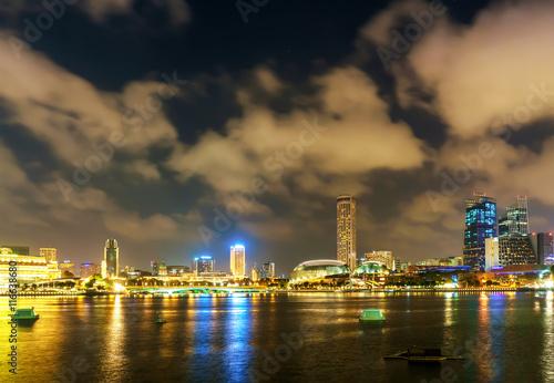 Photo  Singapore Esplanade at Marina Bay at night