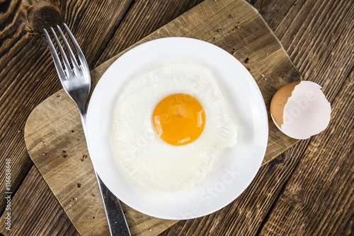 Foto op Plexiglas Gebakken Eieren Fried Eggs on wooden background