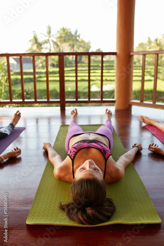 Stampa su Tela Fit young woman relaxing on yoga mat