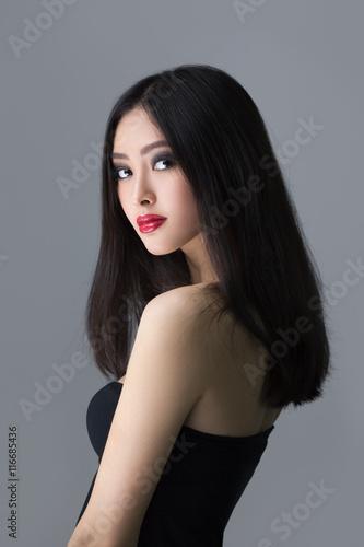 Photo  Studio fashion shot of Asian woman