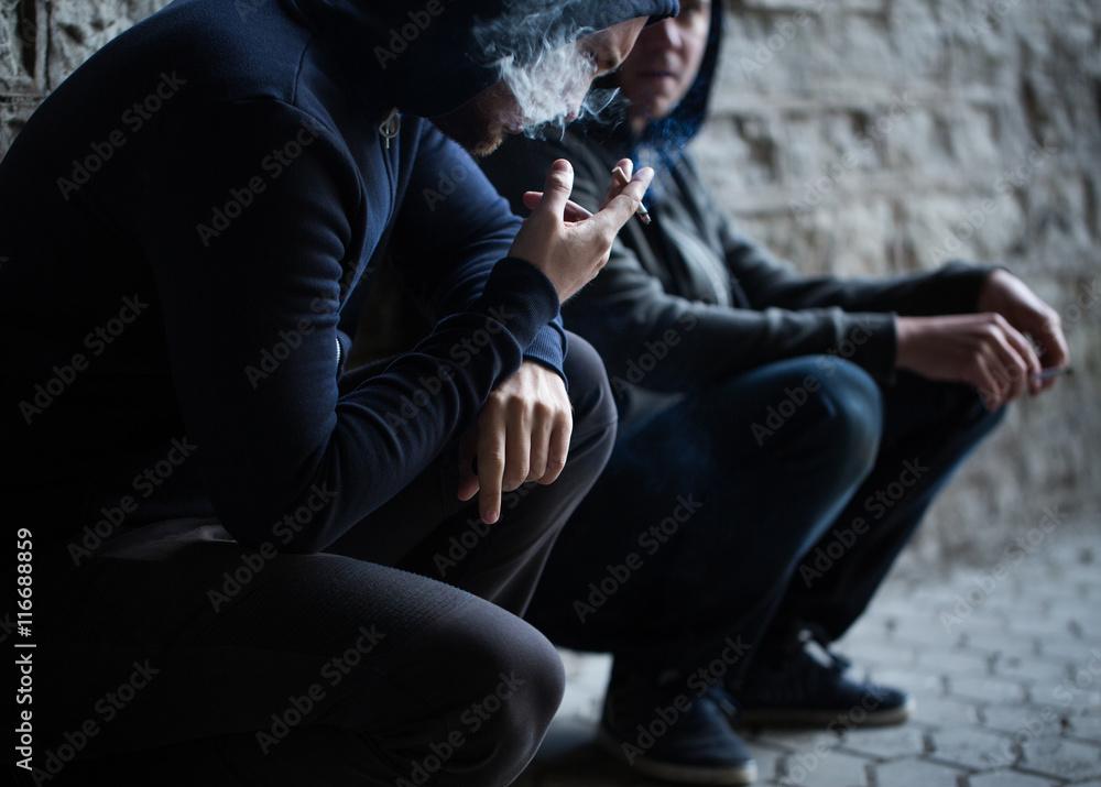 Nahaufnahme Von Jungen Männern Das Rauchen Von Zigaretten
