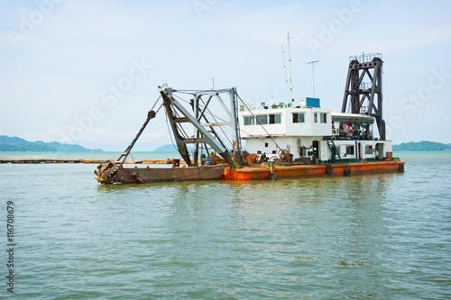 Valokuva  Old dredge. Thailand