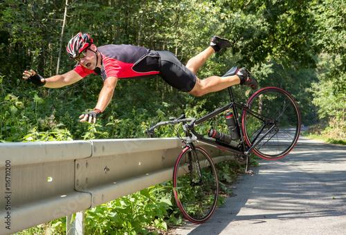 Fotografía Cyclist falls off the bike into bushes