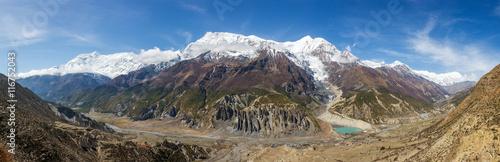 Photo Panoramic view of Manang valley and Annapurna mountains range